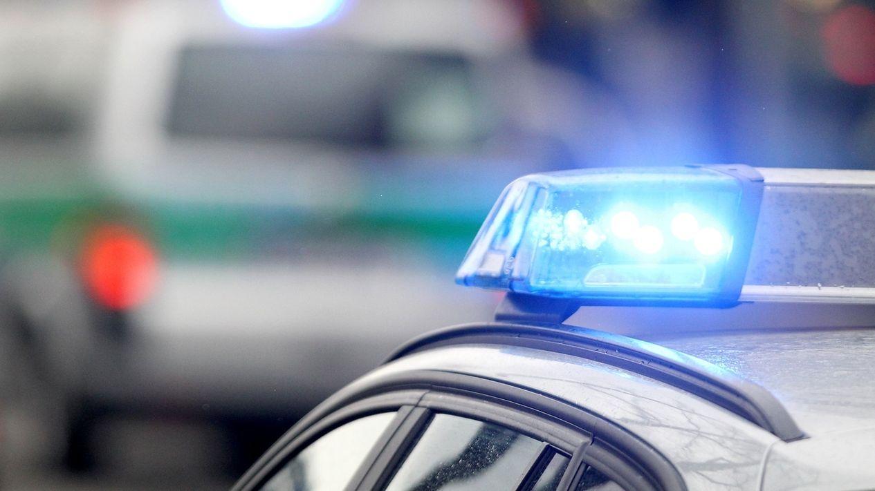 Symboldbild: Blaulichter von Polizeifahrzeugen