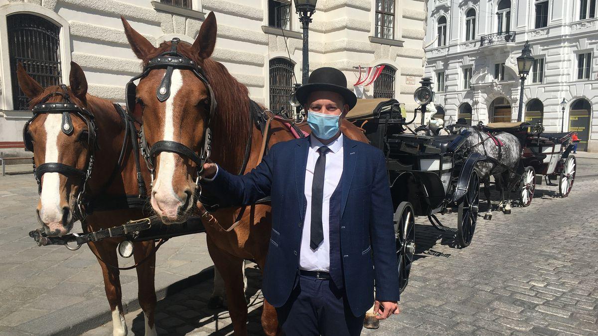 Kutscher mit Mundschutz in Wien