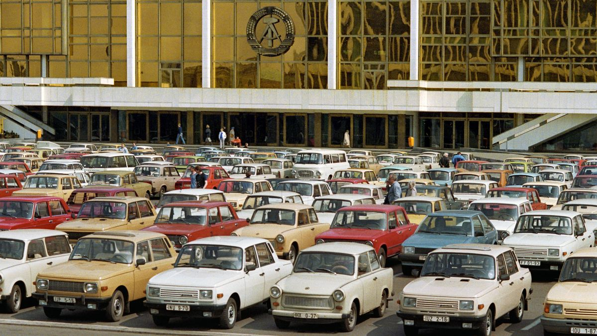 Trabis am Palast der Republik 1982