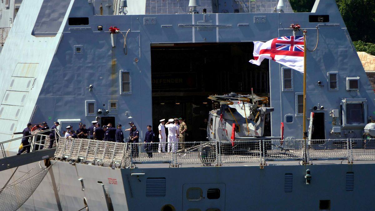 Das britische Kriegsschiff HMS Defender