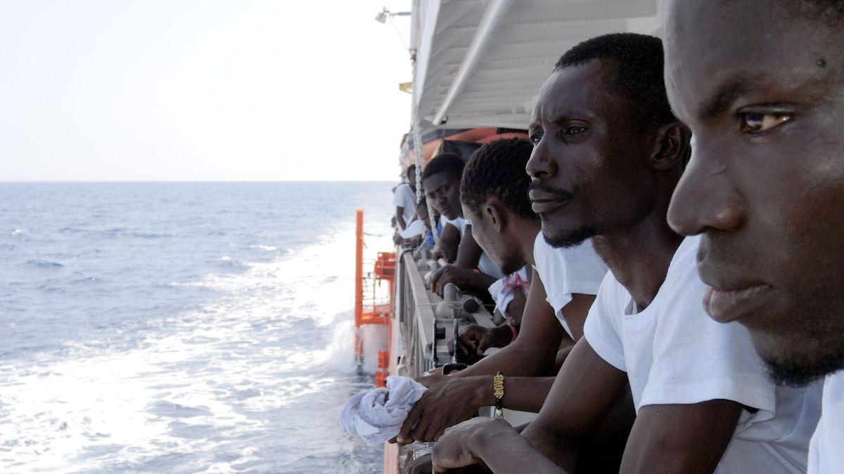 "Migranten an Deck des NGO-Schiffes ""Aquarius"" auf dem Mittelmeer"