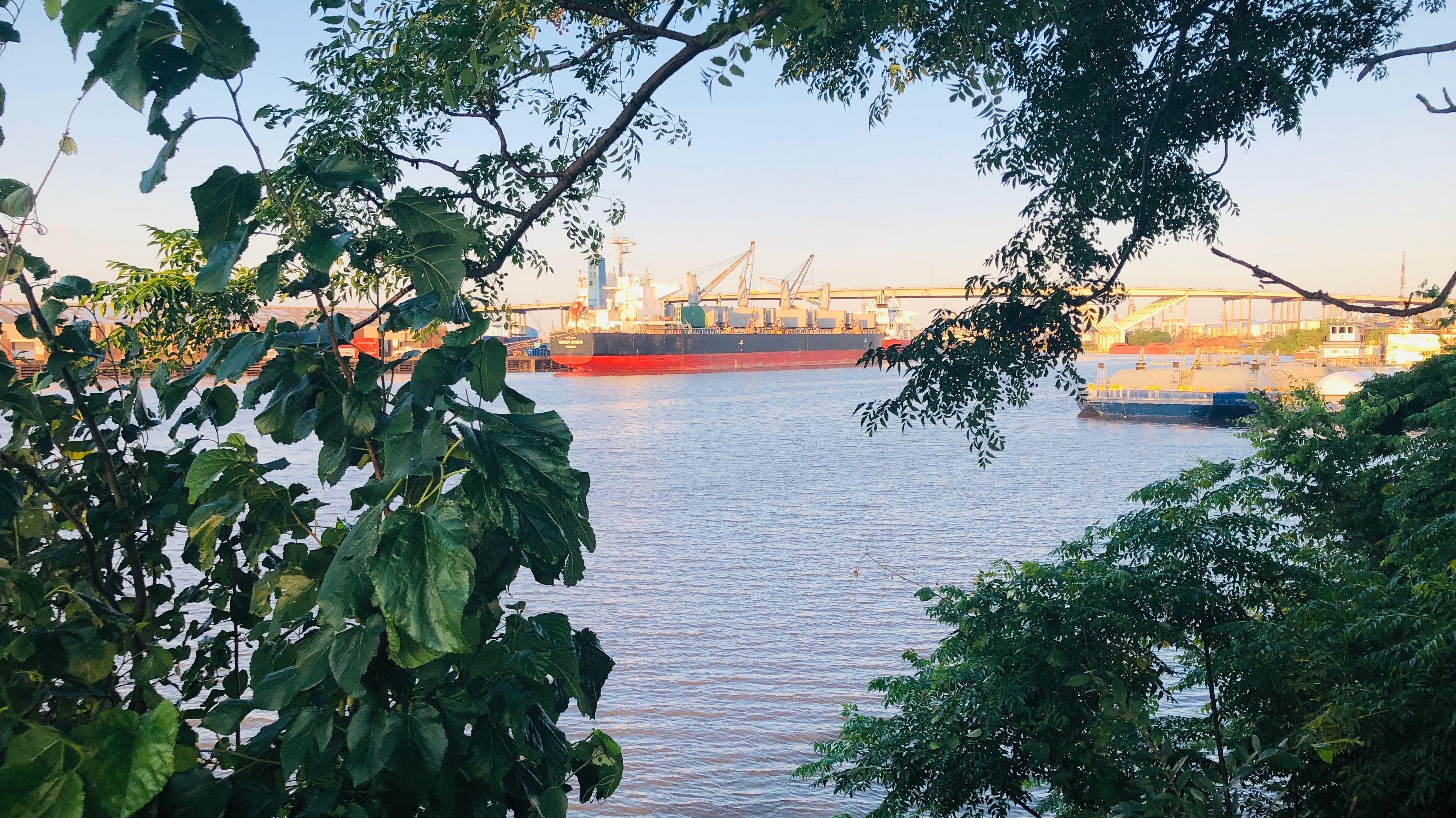 Ein Tanker auf dem Buffalo Bayou Fluss. Immer wieder passieren Unfälle. Zuletzt im März dieses Jahres.
