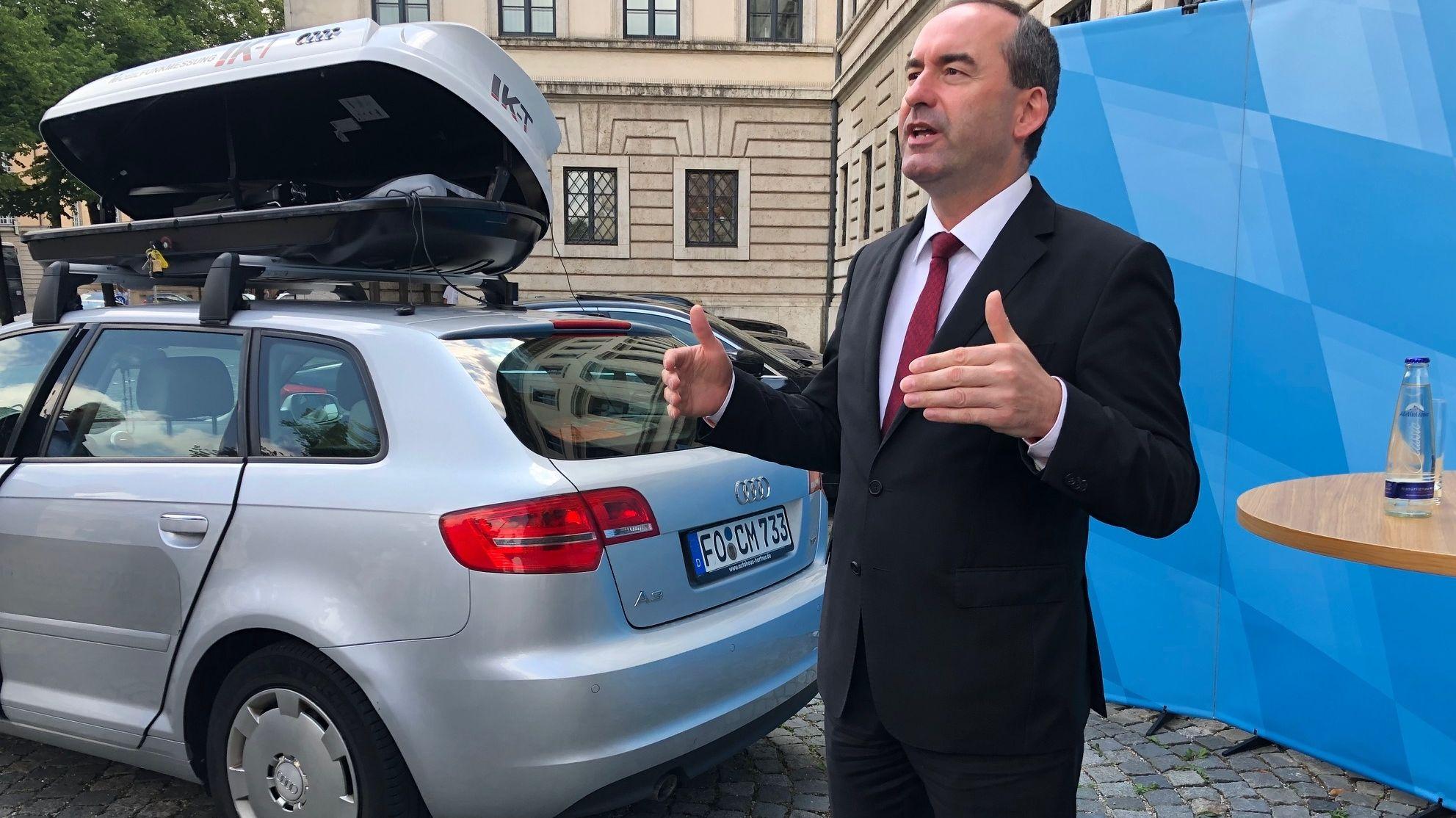 Der bayerische Wirtschaftsminister Aiwanger lässt die Mobilfunkabdeckung an den bayerischen Autobahnen überprüfen