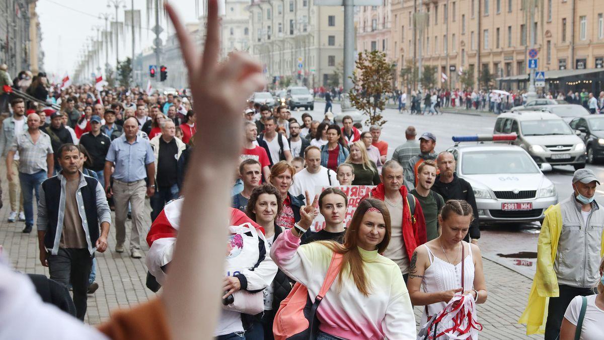 Mehr als 100.000 Menschen demonstrierten am Sonntag in Minsk gegen das Regime unter Präsident Lukaschenko.