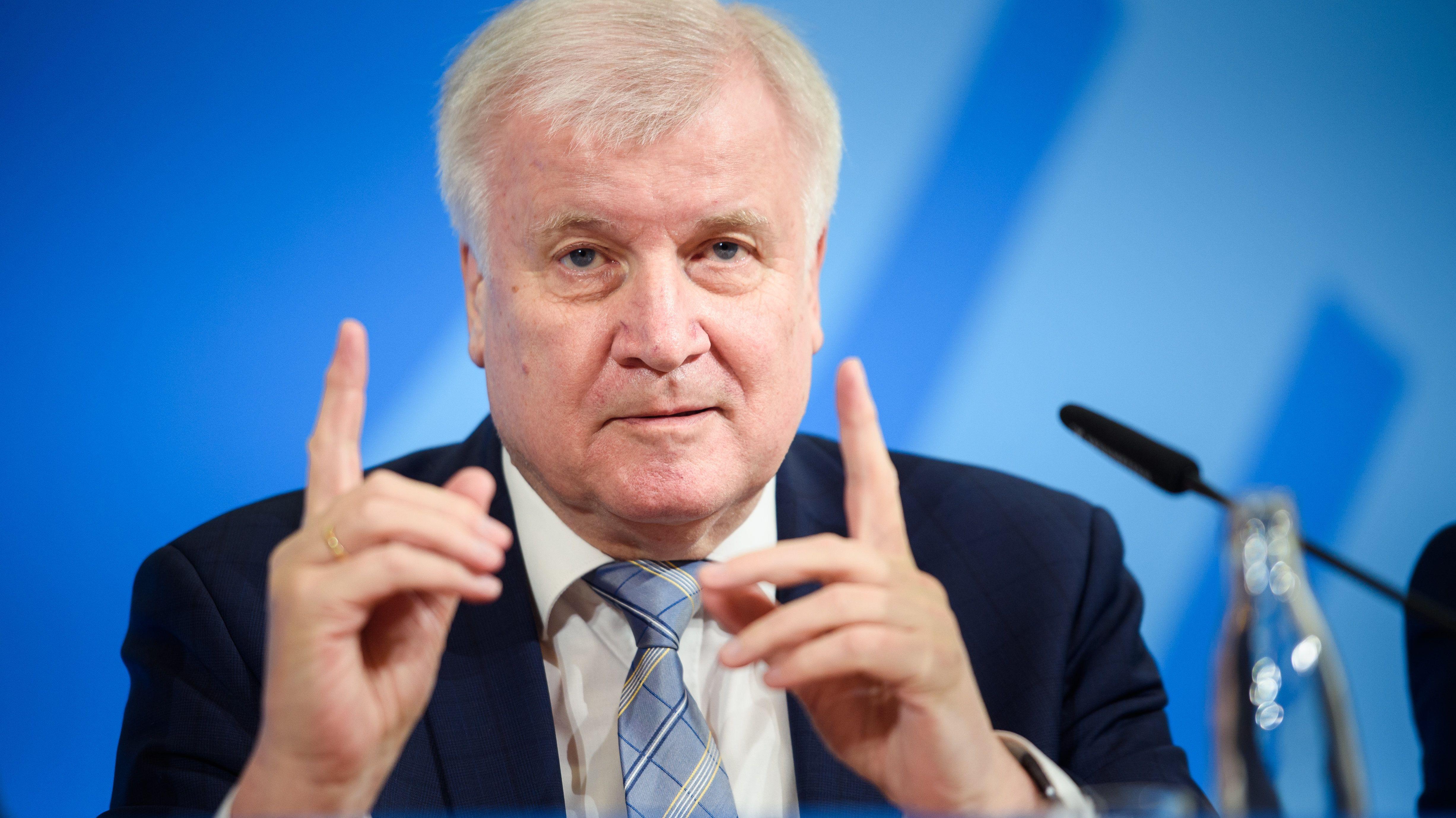 Horst Seehofer bei einer Pressekonferenz in Berlin