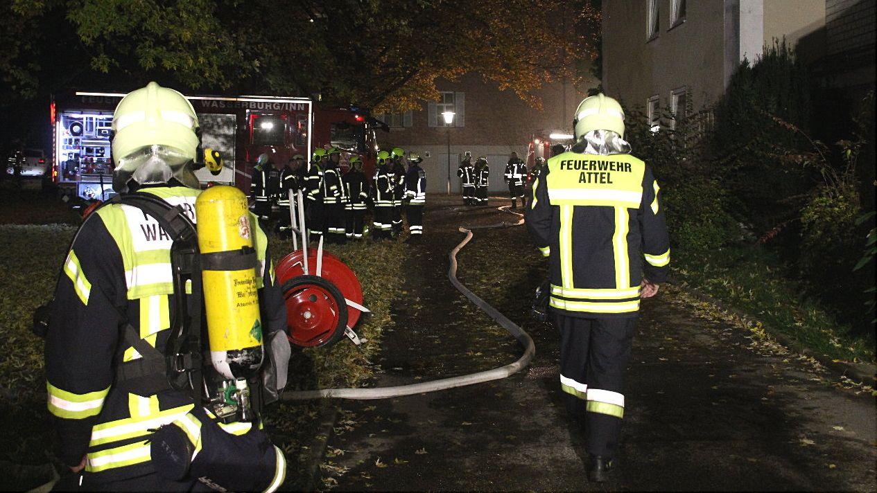 Nach Verpuffung im Inn-Salzach-Klinikum: Die Feuerwehr musste ausrücken, 39 Menschen wurden vom Rettungsdienst betreut.