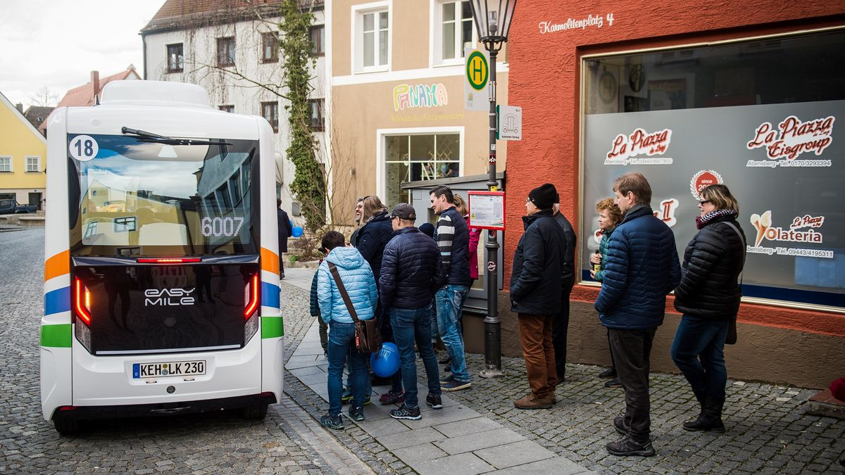 Viele interessierte Fahrgäste