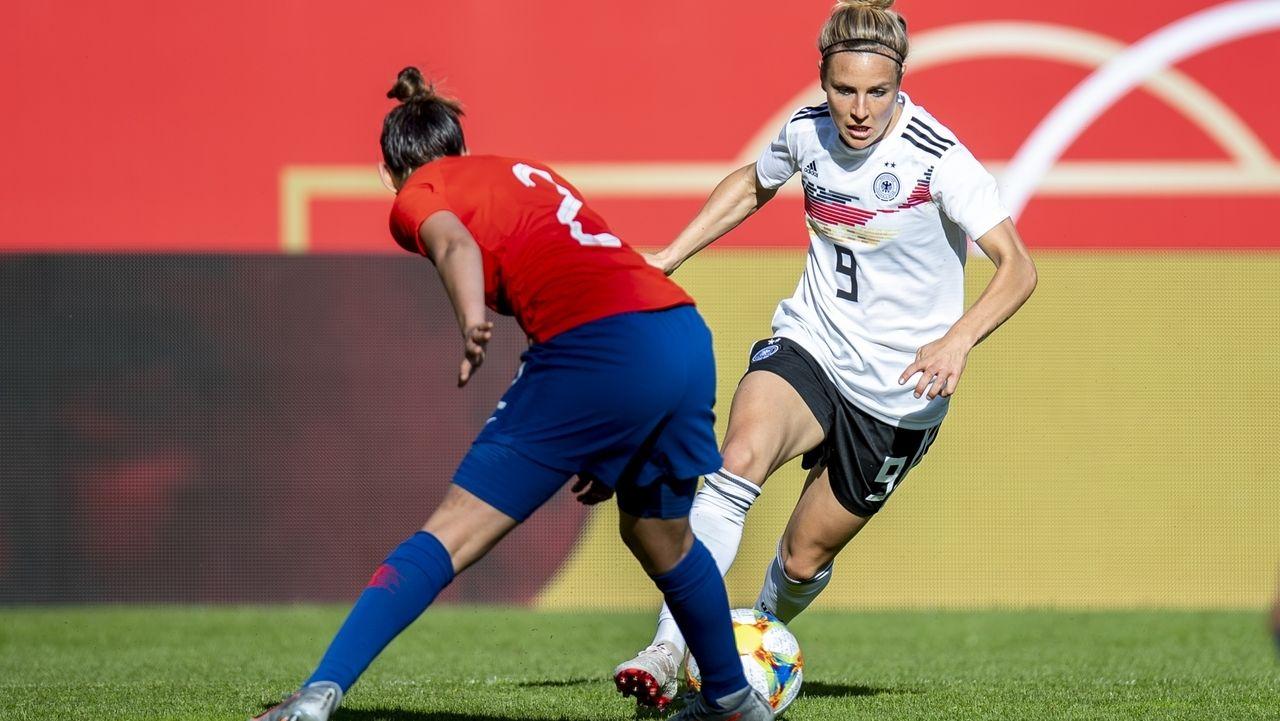 Fußballerin Svenja Huth in Aktion