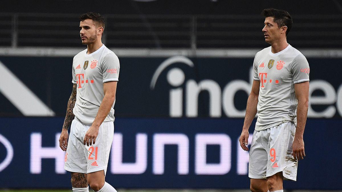 Enttäuschung nach der 1:2-Niederlage in Frankfurt: Lucas Hernandez (links) und Robert Lewandowski vom FC Bayern München.