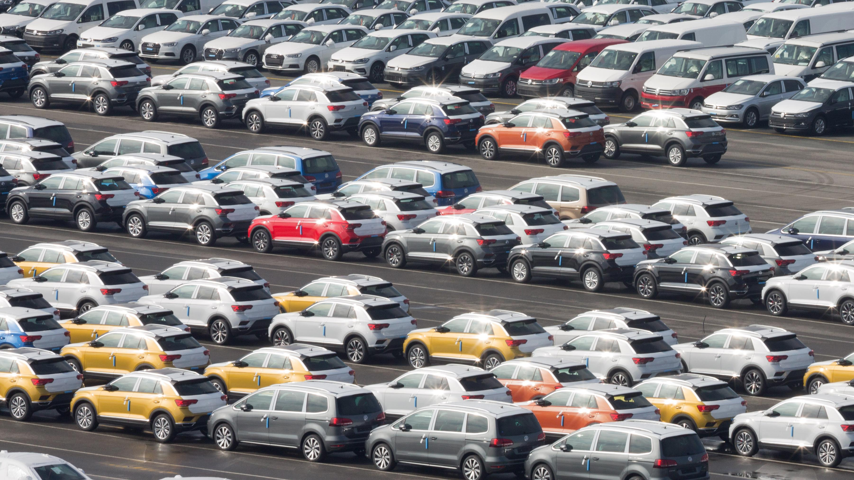 VW-Exportautos im Containerhafen/Emden