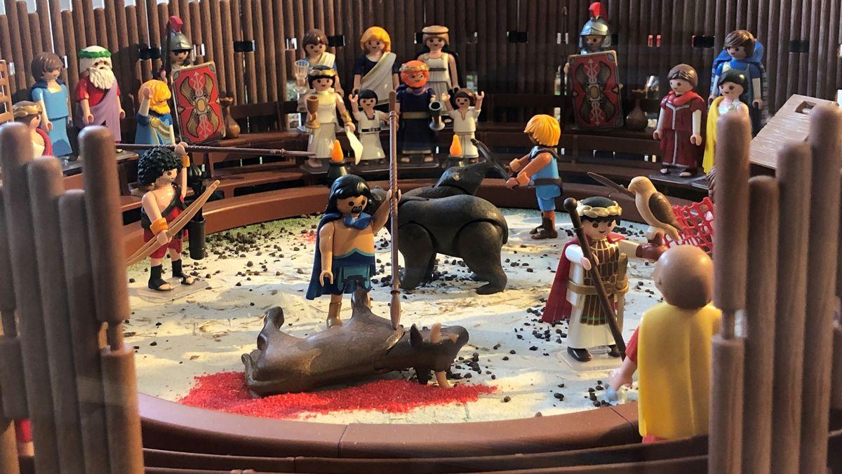 So könnte es damals im Künzinger Amphitheater ausgesehen haben: Eine Playmobil-Ausstellung zeigt derzeit im Museum die Geschichte der Gemeinde.