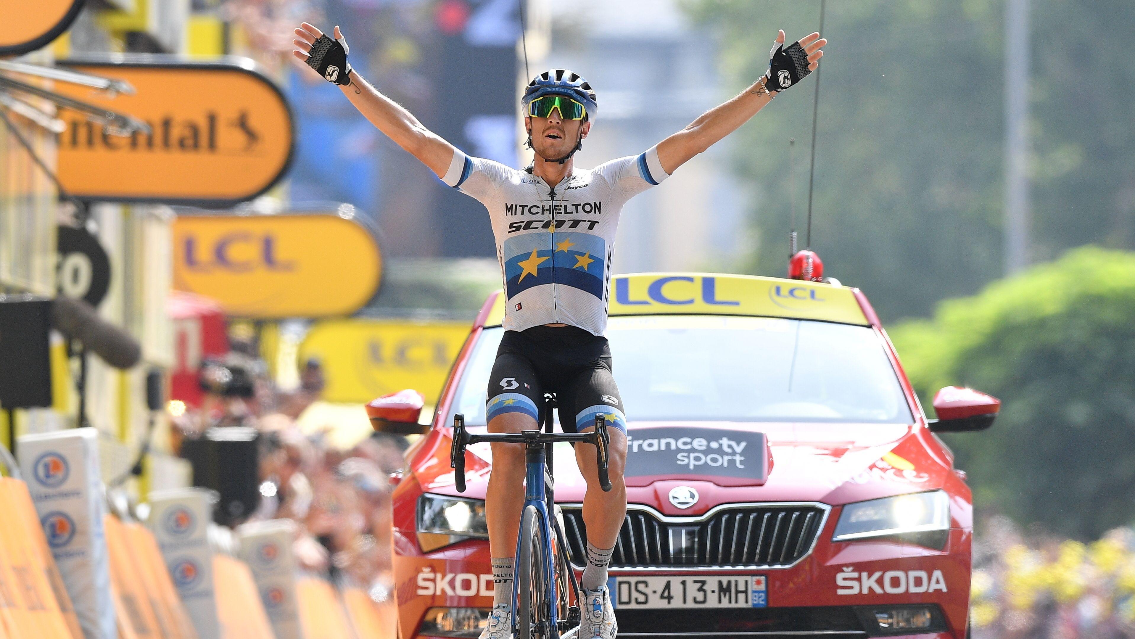 Matteo Trentin, der Gewinner der 17. Etappe der Tour de France 2019, bei der Zieleinfahrt