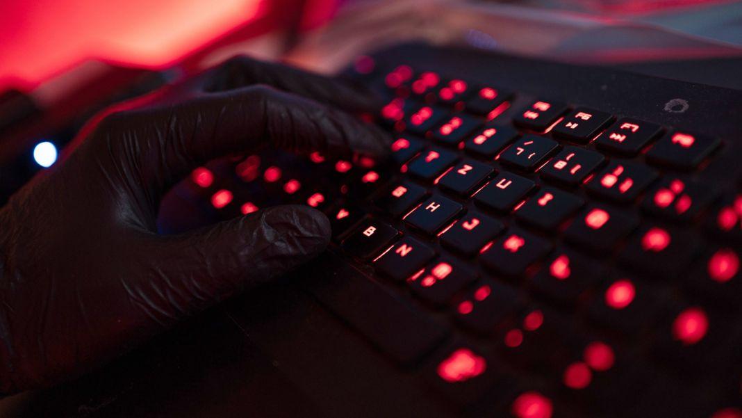 Hacker mit Keyboard