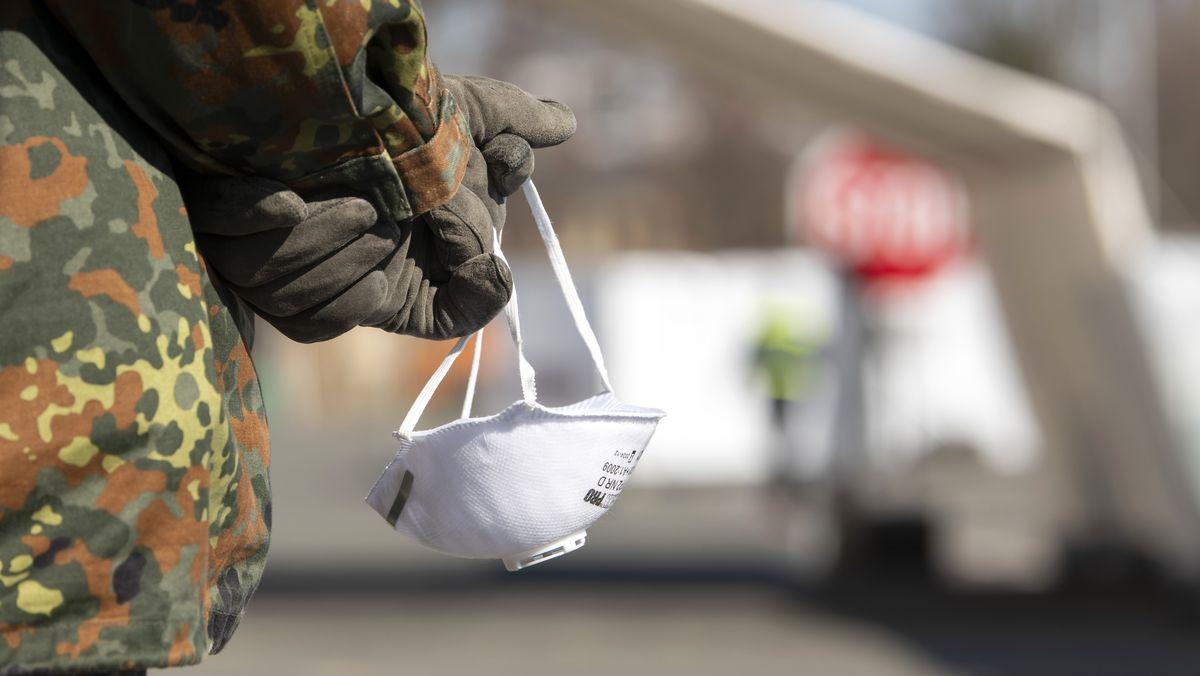 Seit sich das Coronavirus auch in Deutschland stark verbreitet, sind Soldaten im Inland unterstützend eingesetzt - so wie hier in Gera.