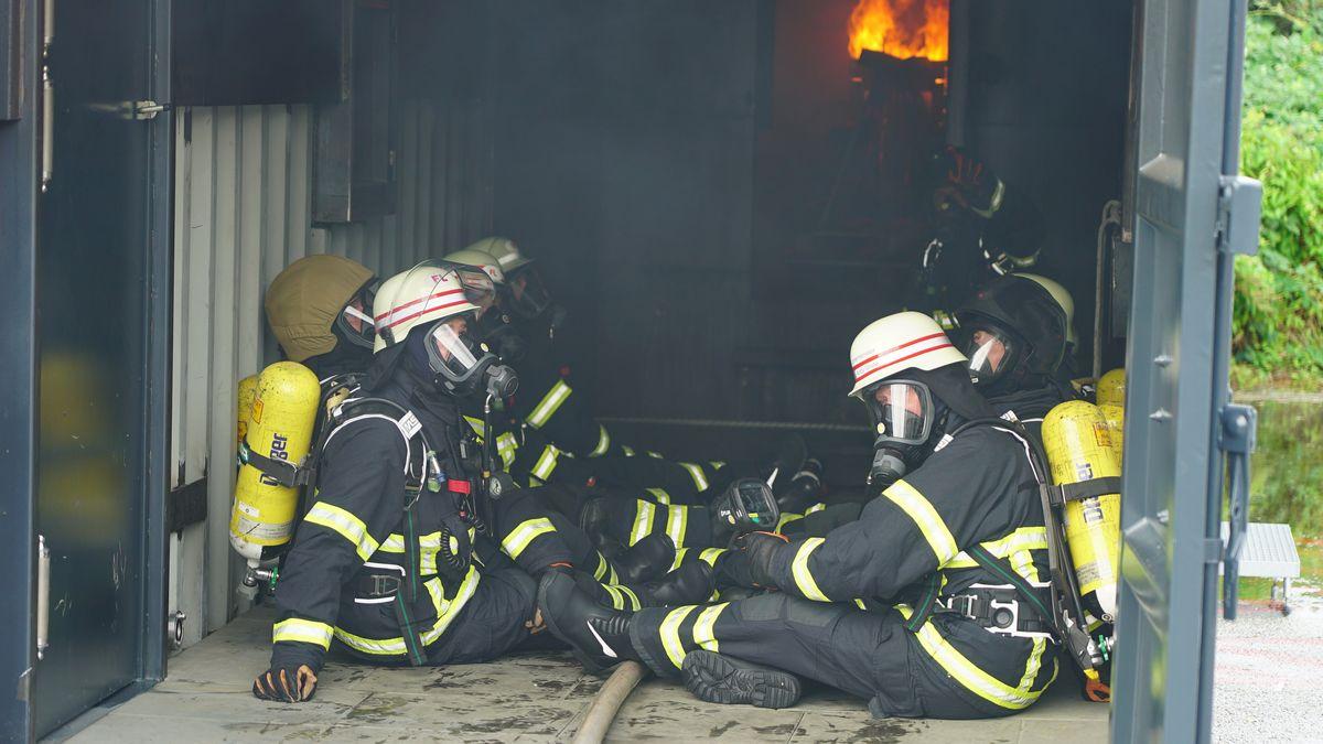 Auszubildende bei der Feuerwehr (Symbolbild)