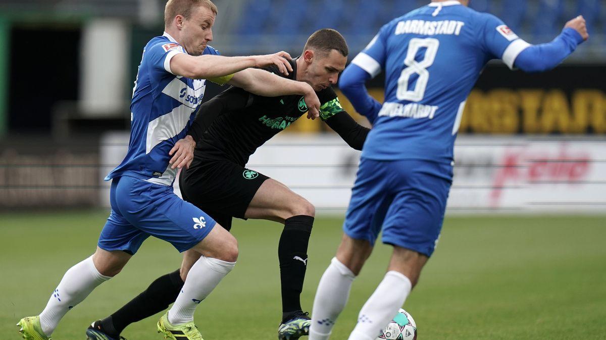 Spielszene Darmstadt gegen Fürth