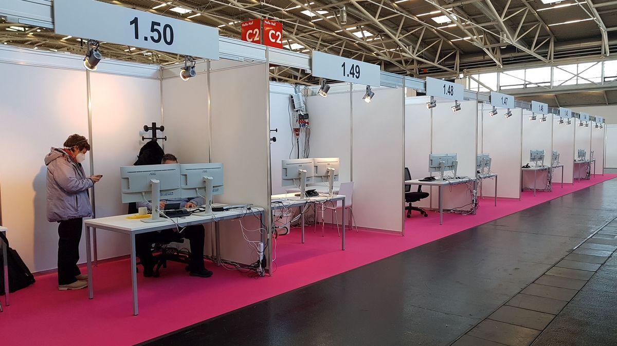 Münchner Contact Tracing Teams arbeiten jetzt zentral in einer Messehalle in Riem