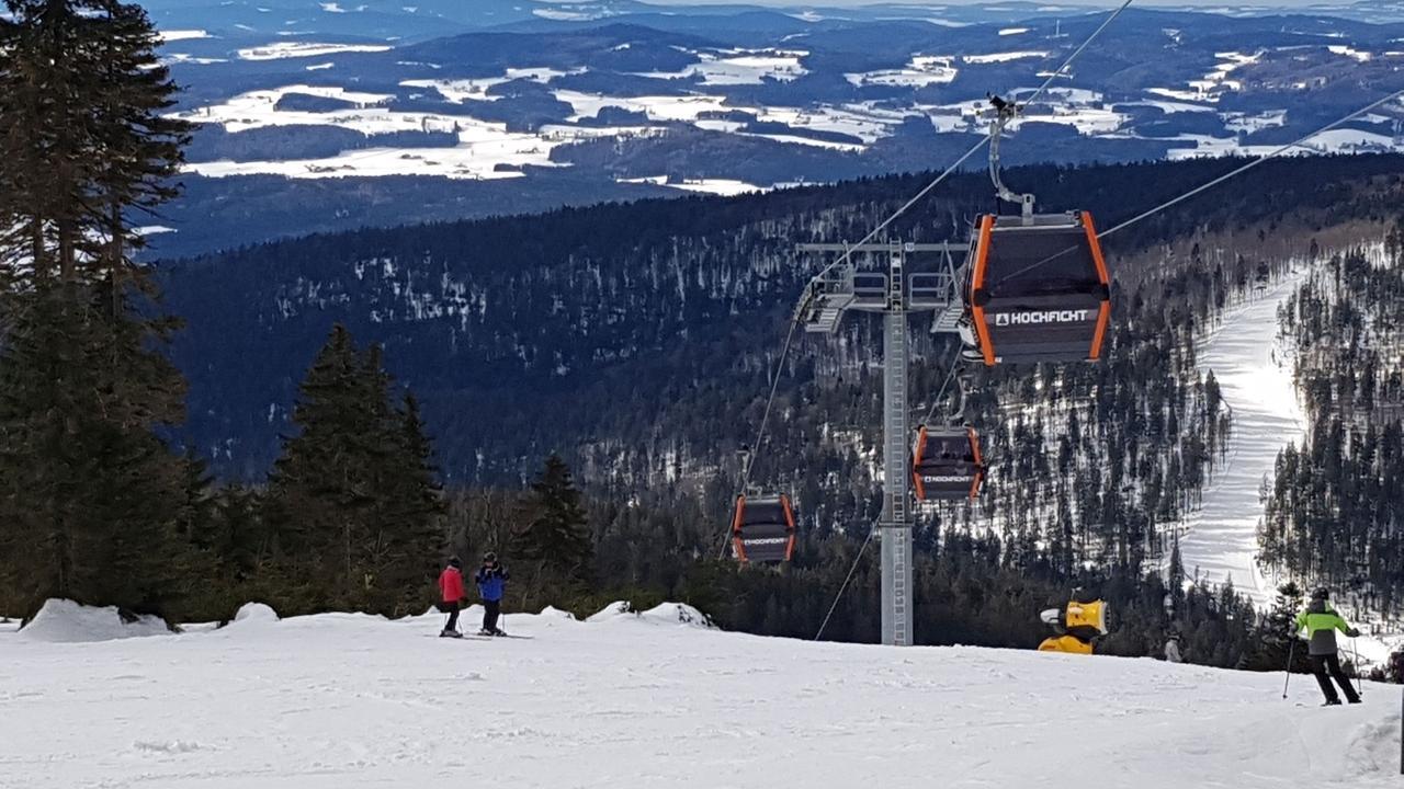 20 Zentimeter Neuschnee hat es  im Skigebiet Hochficht an der österreichischen Grenze gegeben - zur Freude der Skifahrer.