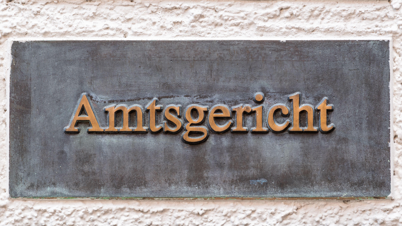 """Schild """"Amtsgericht"""" (Symbolbild)"""