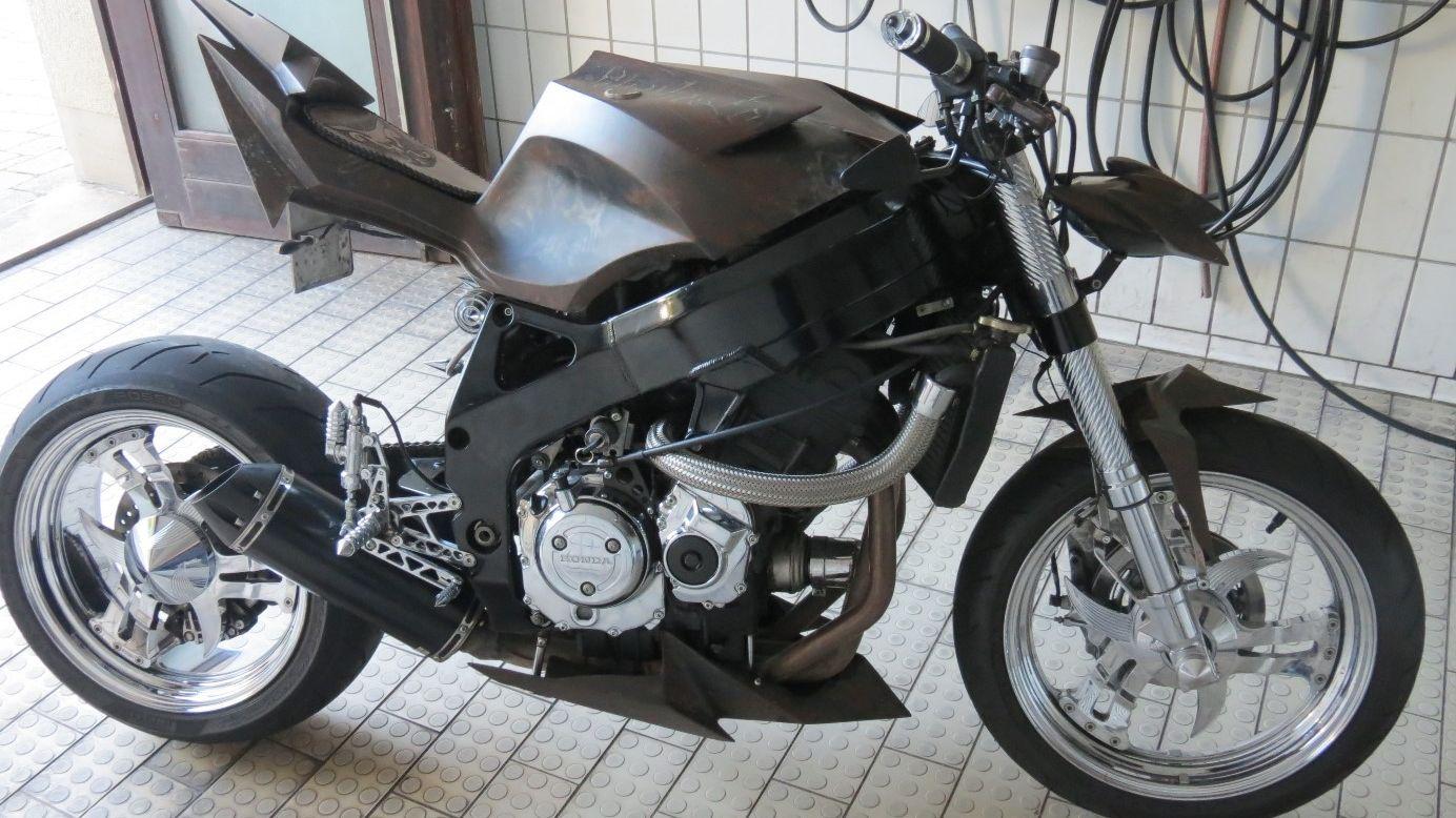 """Motorrad im """"Streetfighter Look"""", das die Polizei beschlagnahmte"""