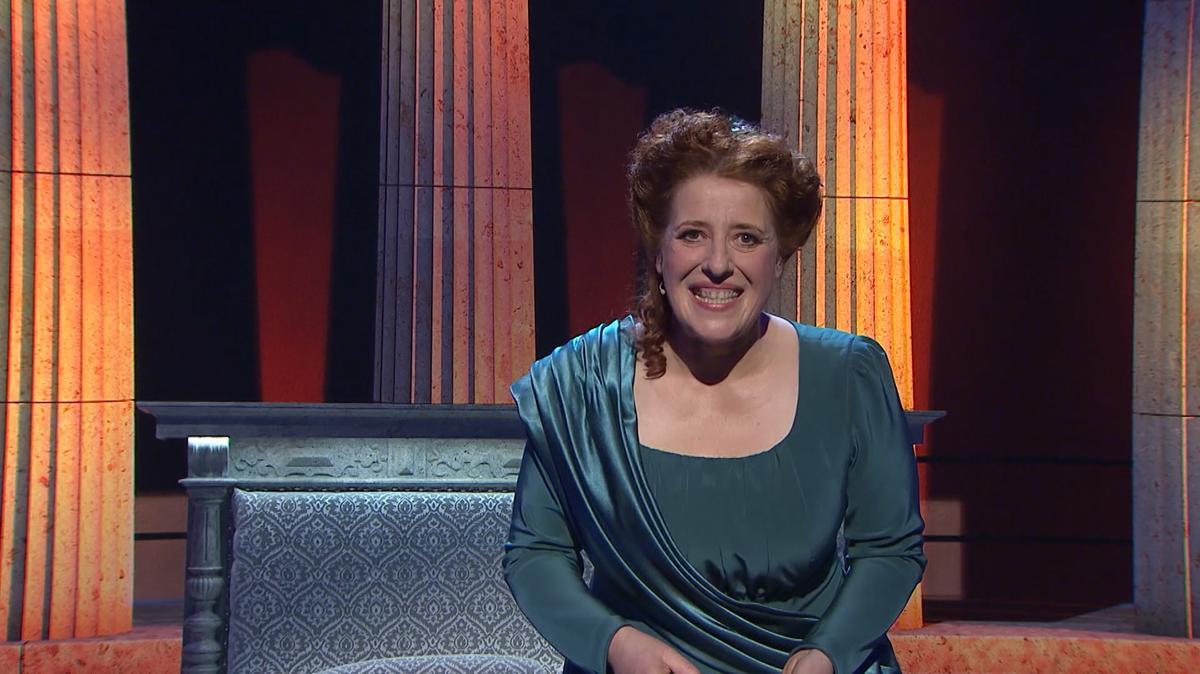 "Luise Kinseher als ""Mama Bavaria""."