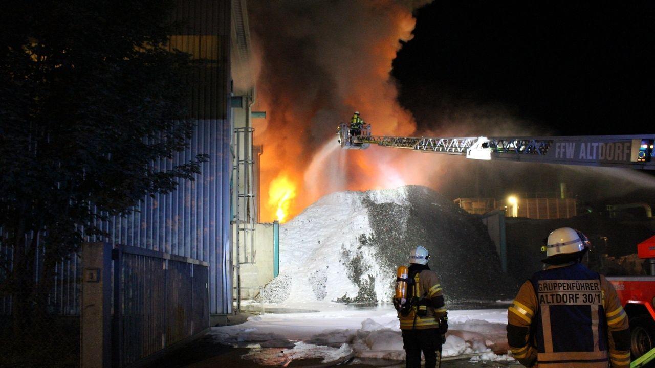 Den Brand in Wörth haben womöglich falsch entsorgte Lithium-Ionen-Akkus ausgelöst - ein generelles Problem für Recyclinghöfe.
