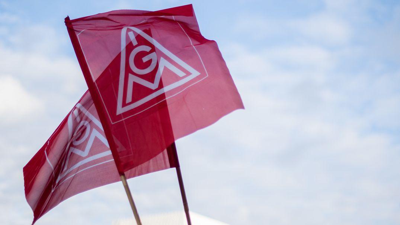Fahnen der Gewerkschaft IG-Metall