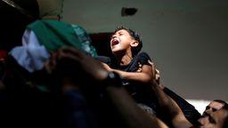 Der Bruder eines getöteten Palästinensers bei dessen Beerdigung | Bild: REUTERS/Mohammed Salem