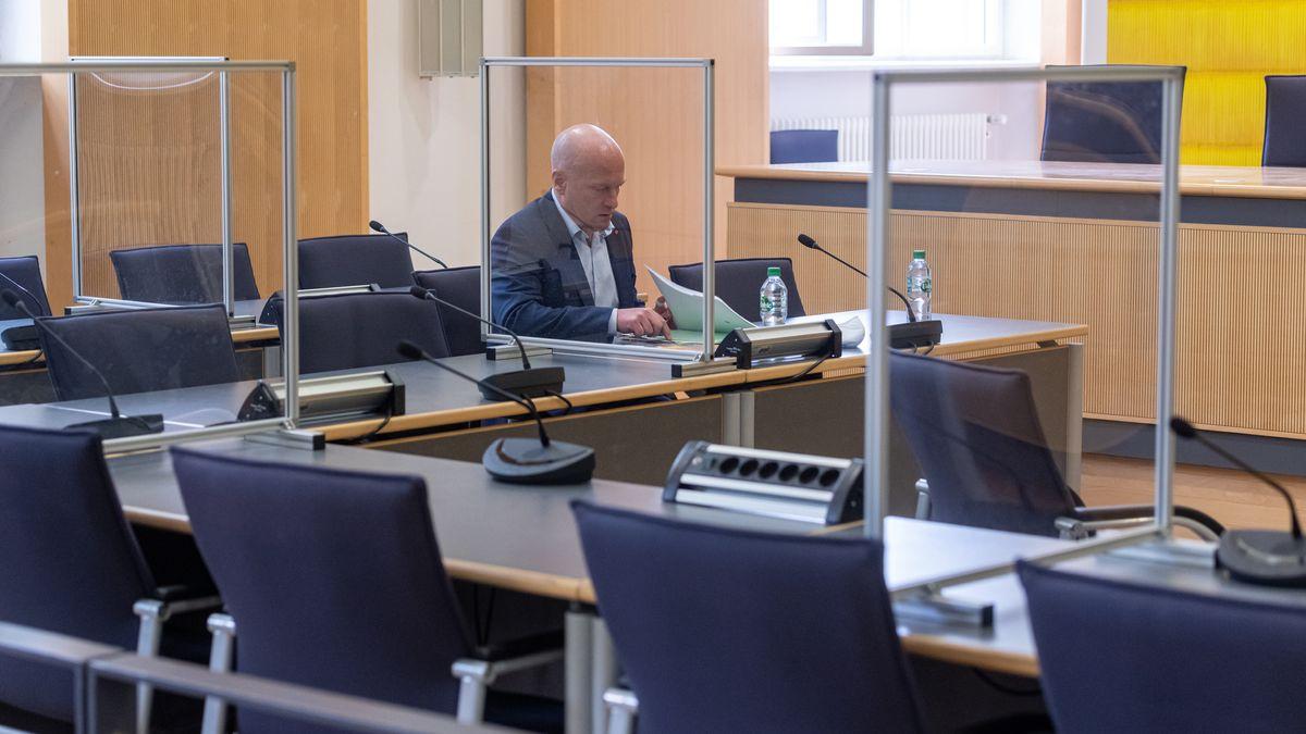 Joachim Wolbergs im Regensburger Landgericht. Der Korruptionsprozess gegen ihn geht jetzt zu Ende.