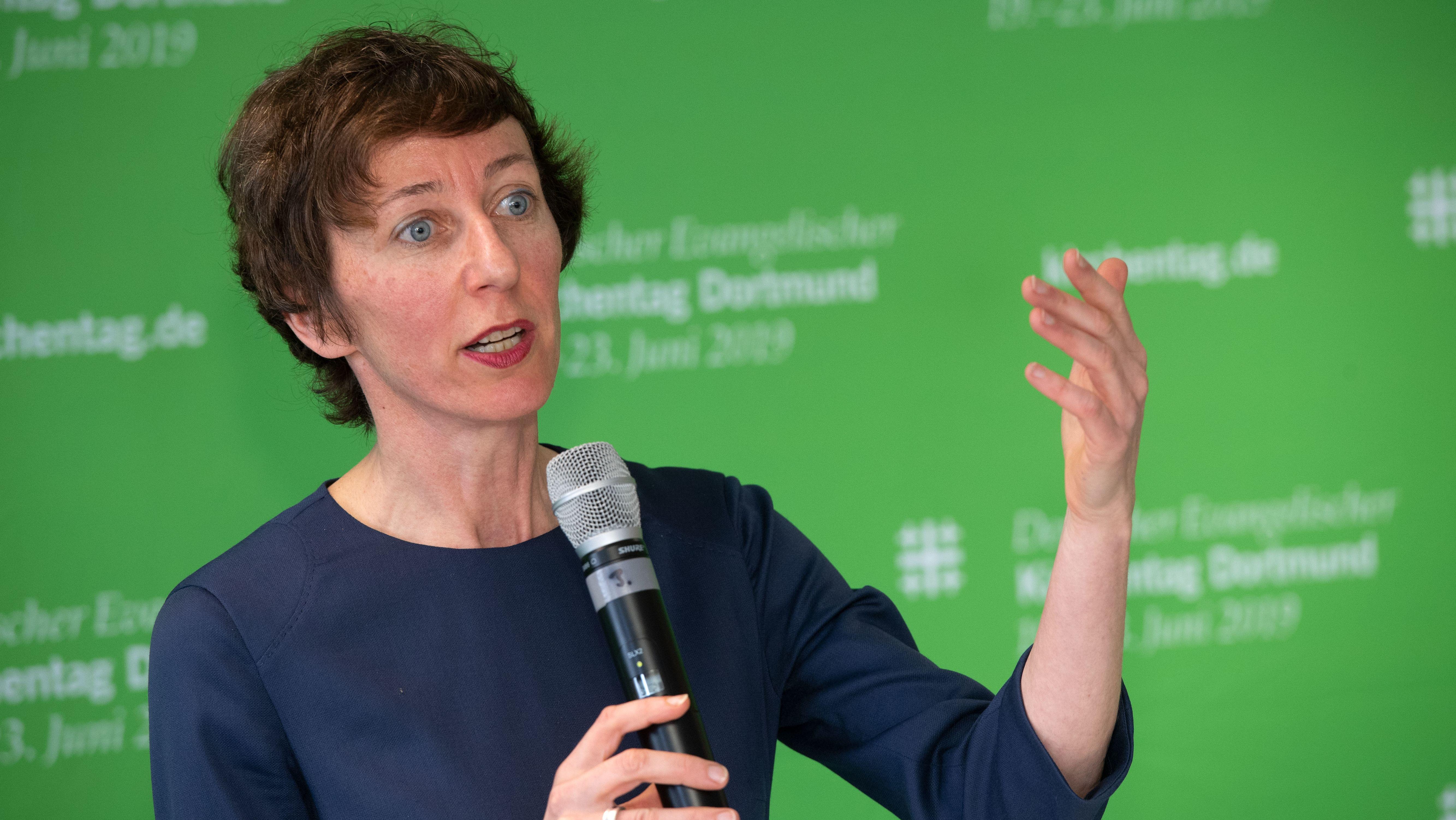 Julia Helmke, Generalsekretärin des Deutschen Evangelischer Kirchentages, spricht bei einer Pressekonferenz