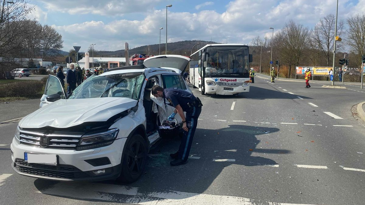 Mehrere Verletzte nach Unfall mit Schulbus