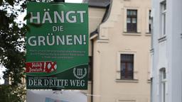"""Wahlplakat """"Hängt die Grünen!""""   Bild:dpa-Bildfunk / Bodo Schackow"""