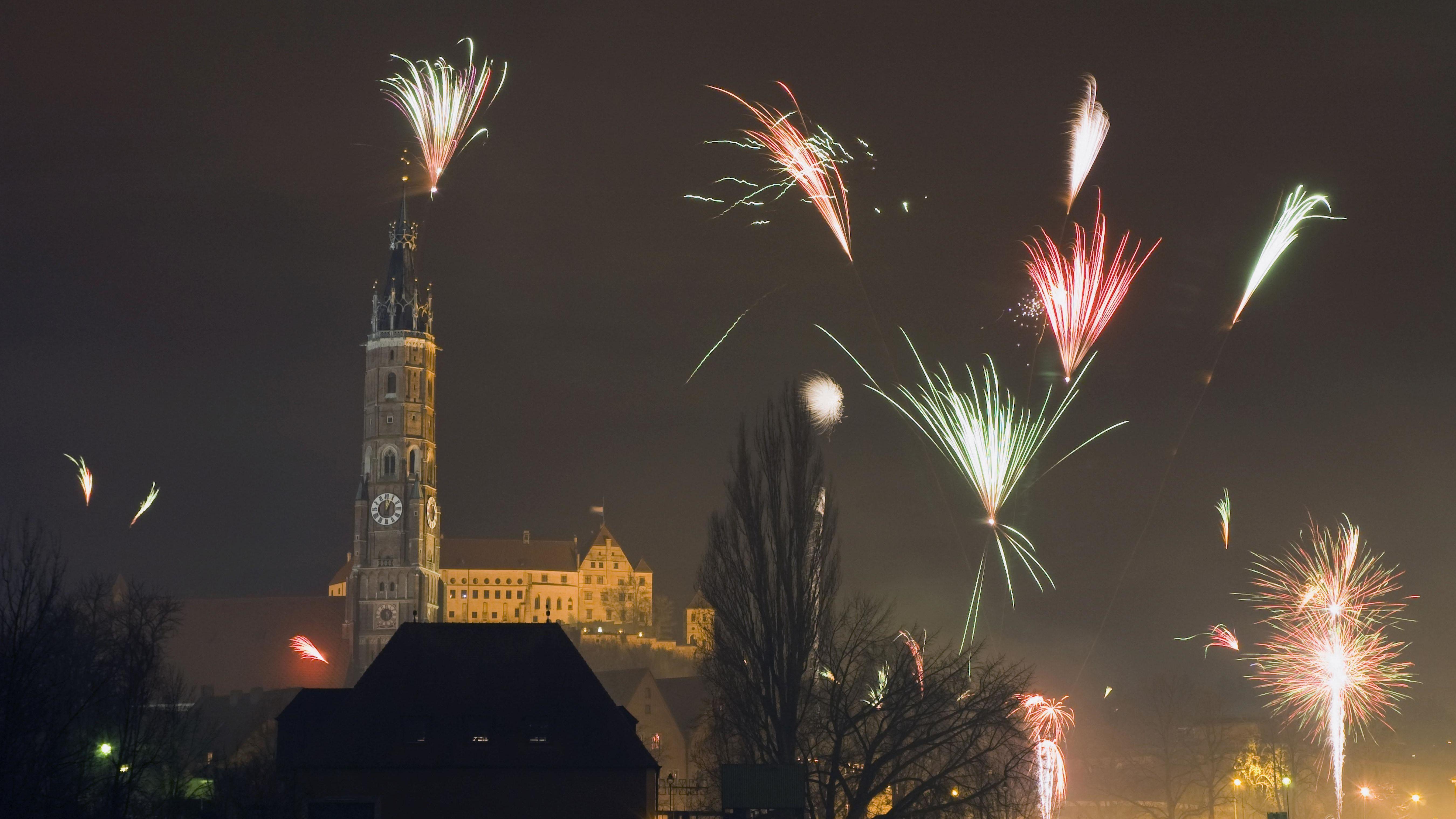 Feuerwerk über der Landshuter Altstadt