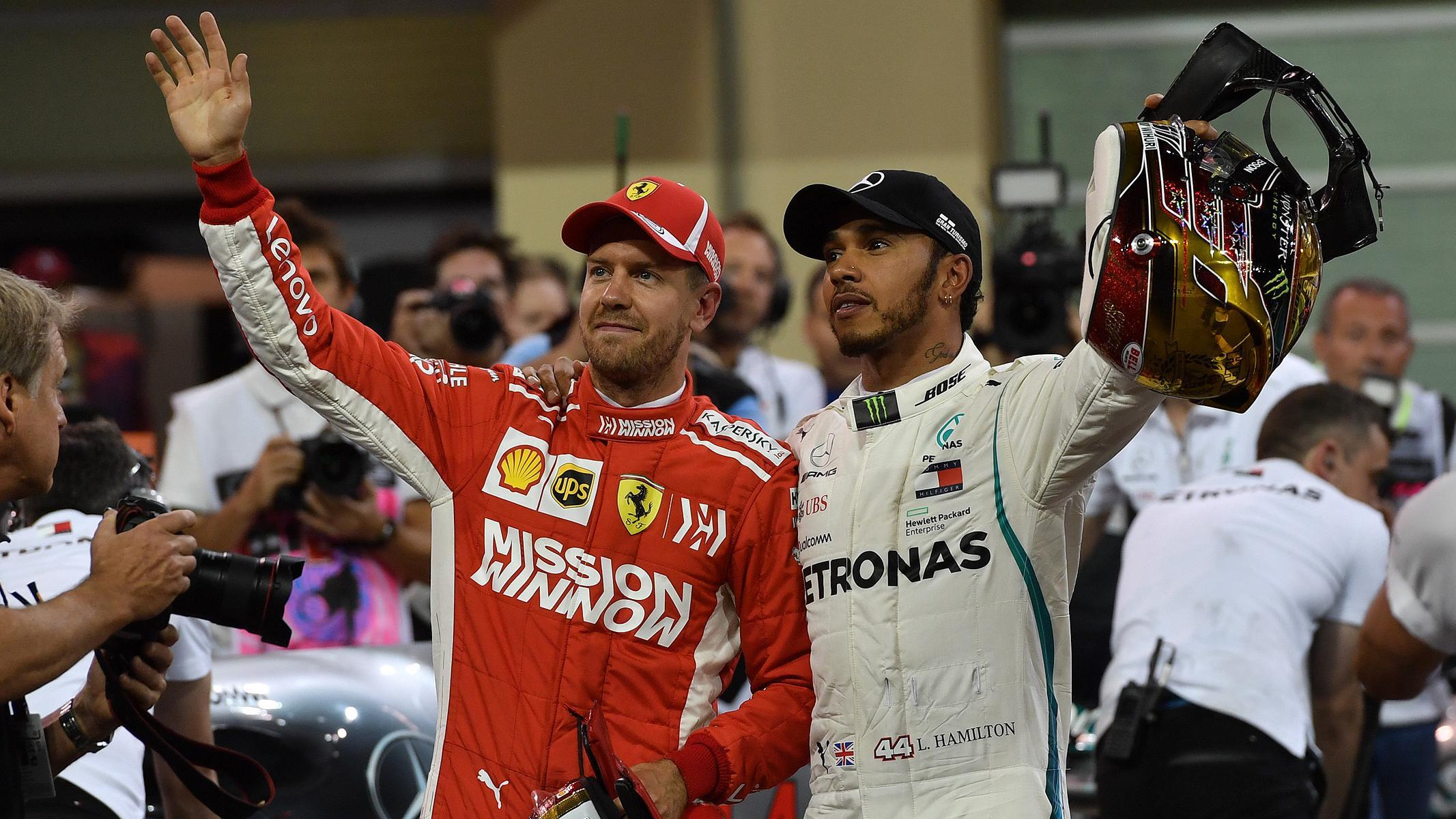 Sebastian Vettel (Ferrari/l.) und Lewis Hamilton (Mercedes)