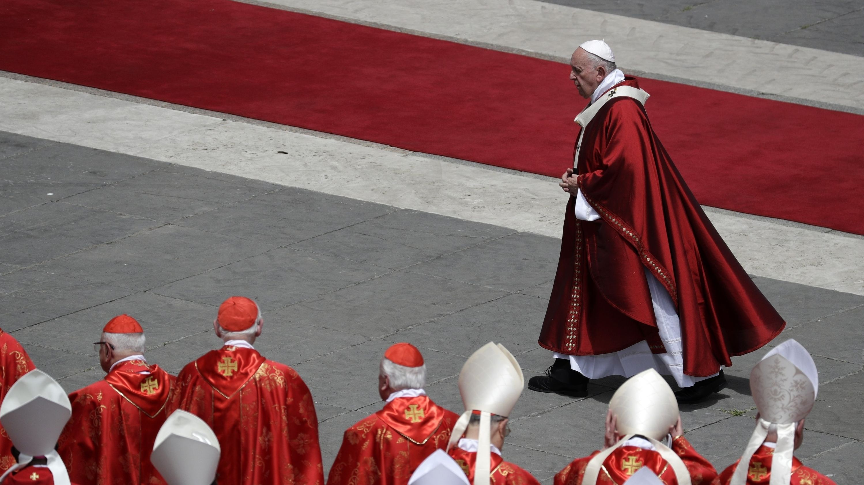 Pfingstmesse im Vatikan: Papst Franziskus auf dem Petersplatz