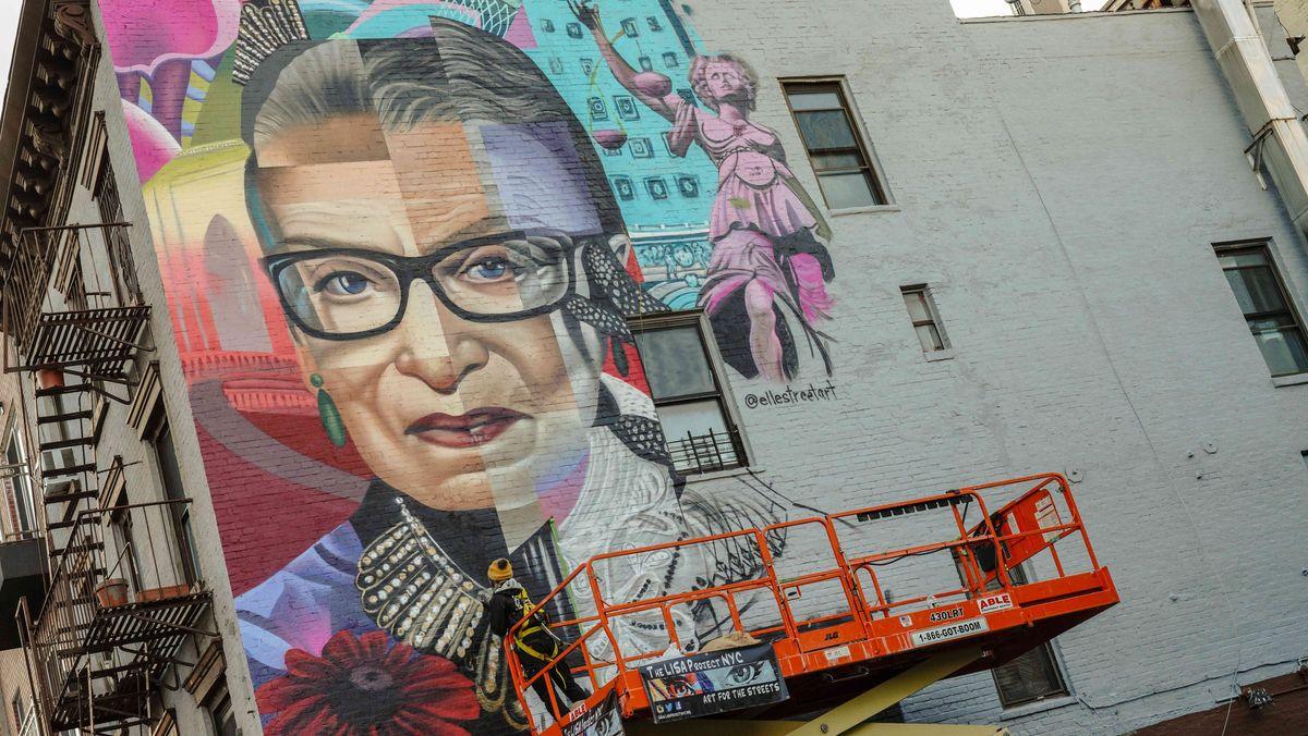 Joan Ruth Bader Ginsburg auf einem Wandbild im New Yorker East Village