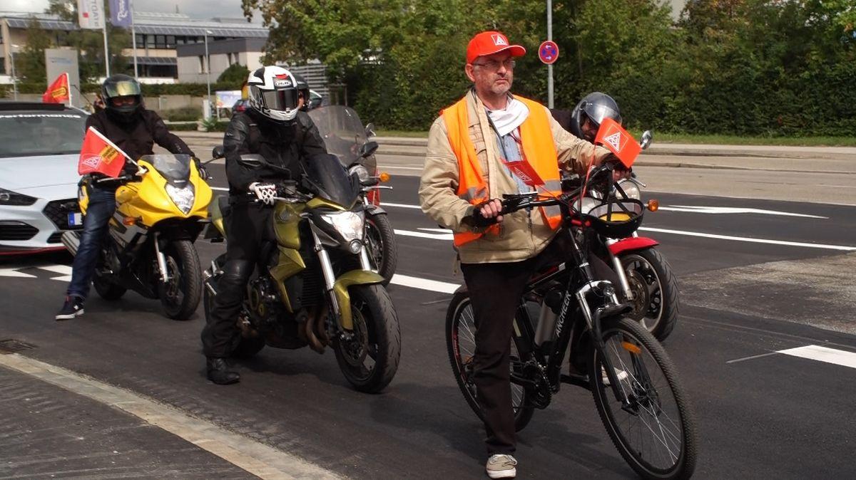 Zweiradfahrer waren auch dabei beim Autokorso in Ingolstadt
