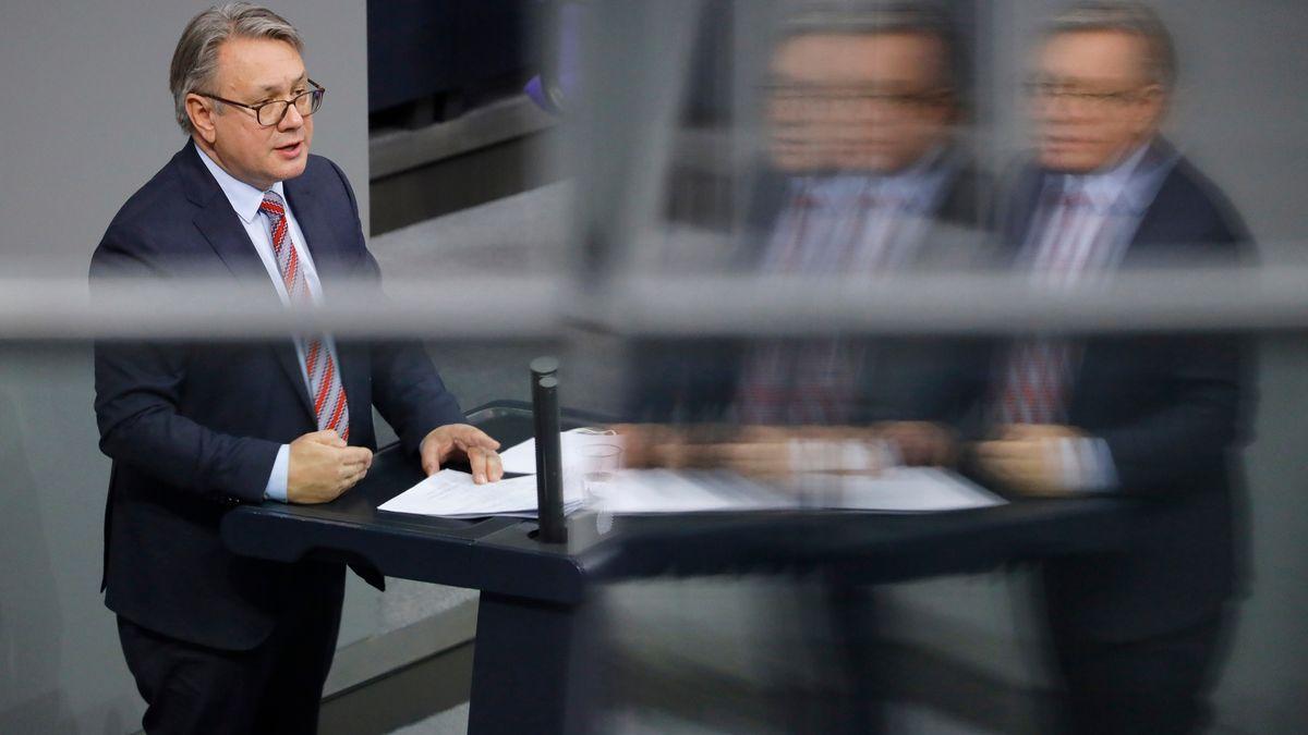Georg Nüßlein in einer Sitzung des Deutschen Bundestages im Januar 2021.