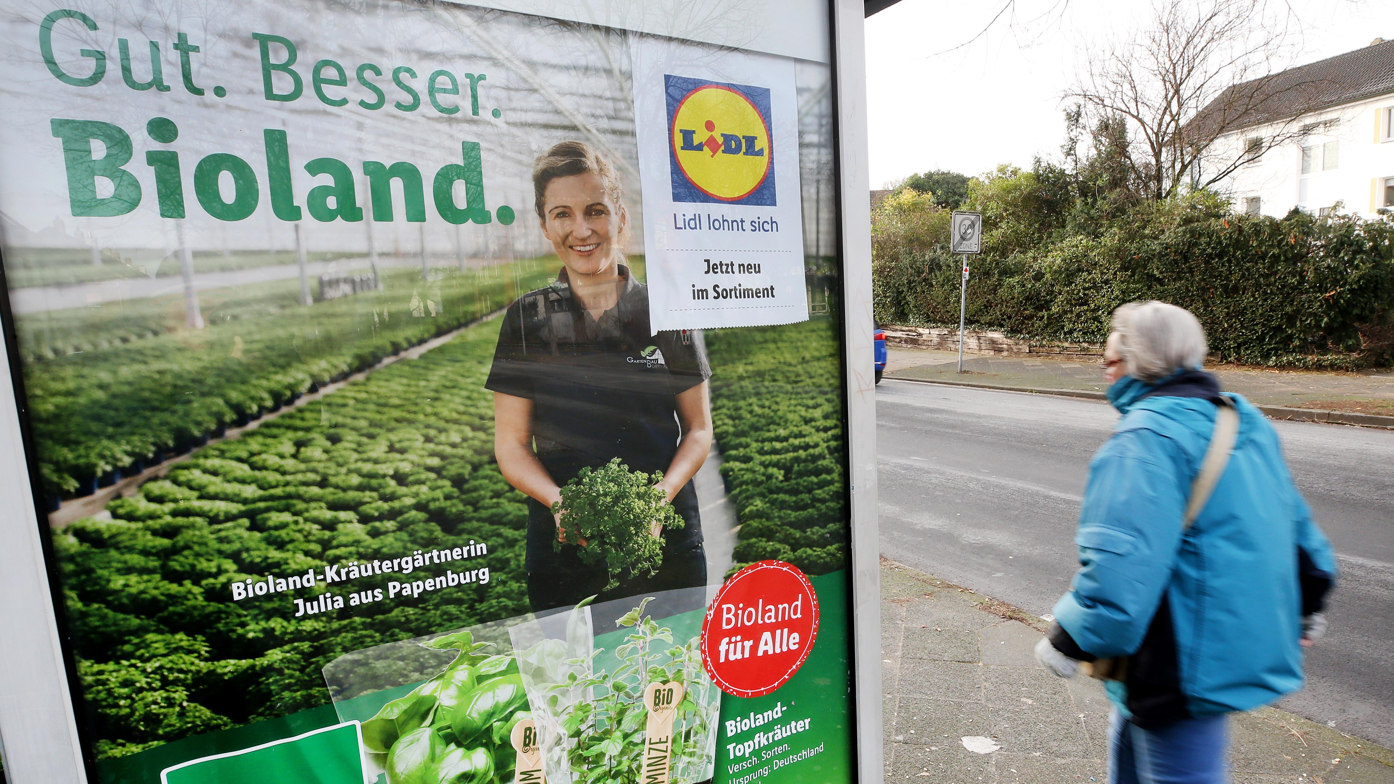 Auf einem Plakat wirbt der Discounter Lidl für seine Bioprodukte mit «Gut. Besser. Bioland».
