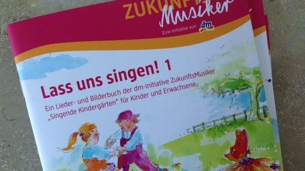 """Die Liederbücher des dm-Programms """"Singende Kindergärten"""""""