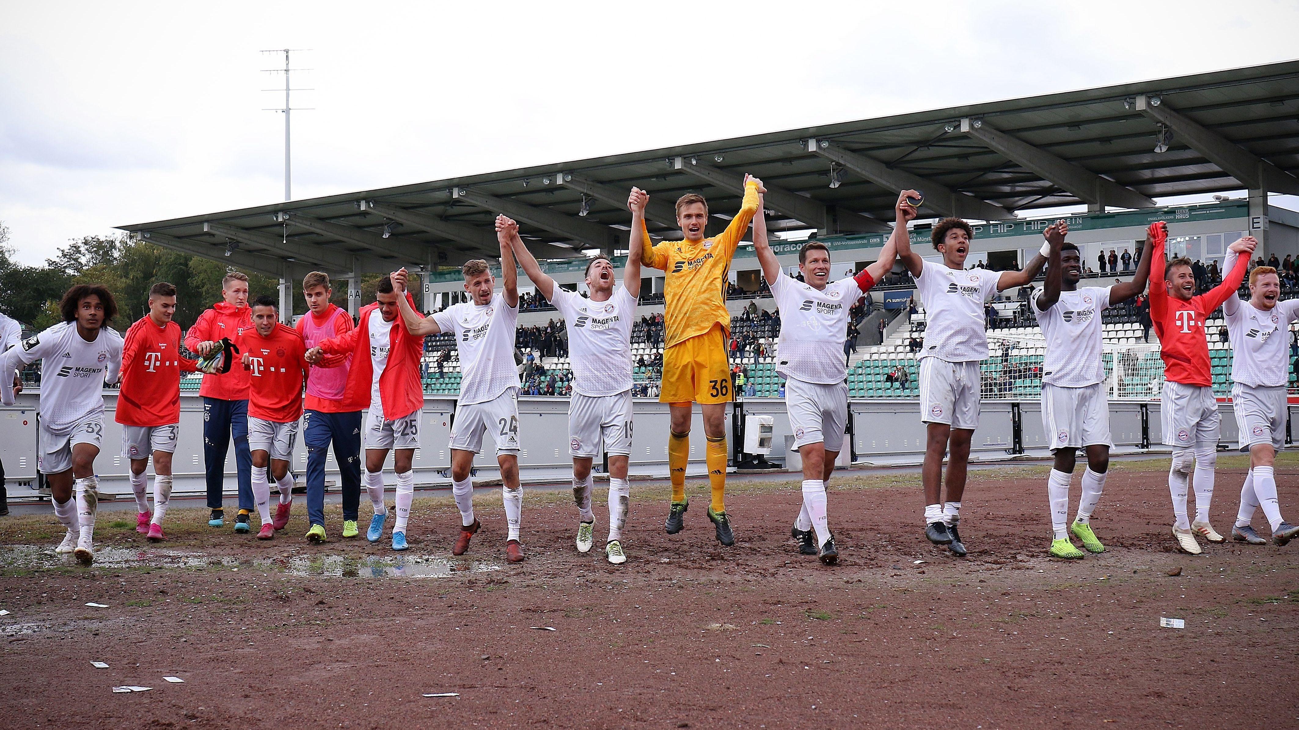 Jubelnde Bayernspieler nach dem Sieg in Münster