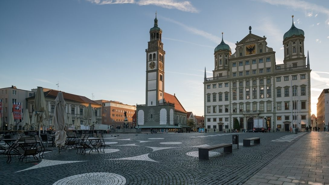 Rathausplatz in Augsburg, morgens