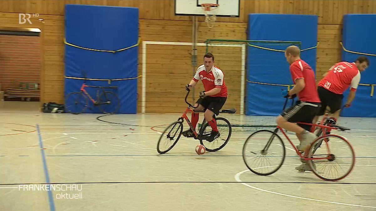 Drei Radballer des RV Schweinfurt