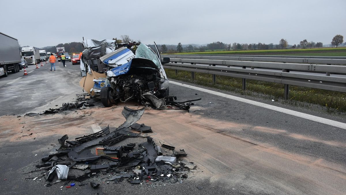 Das Autowrack nach dem Unfall auf der A3