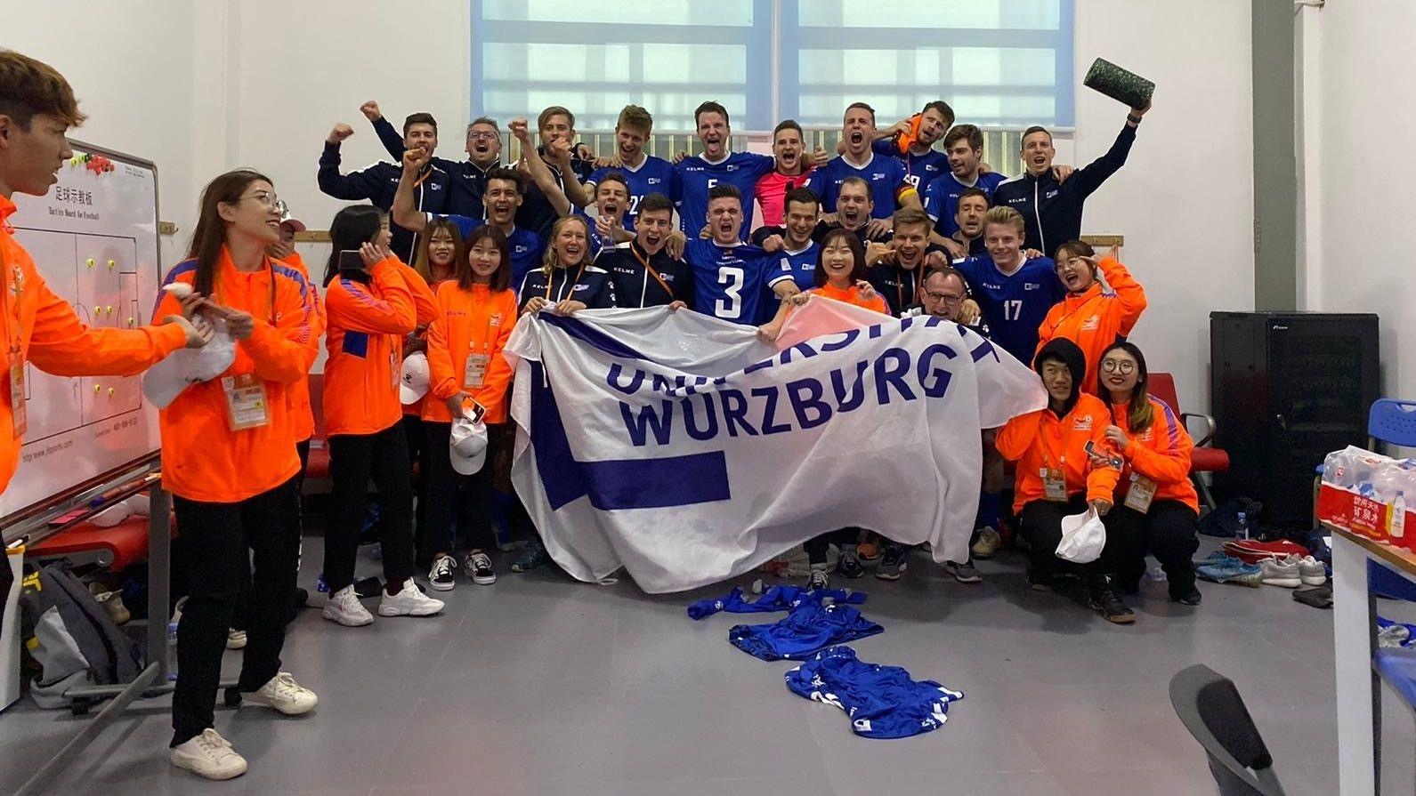 Die Fußballmannschaft der Uni Würzburg  in Jinjang
