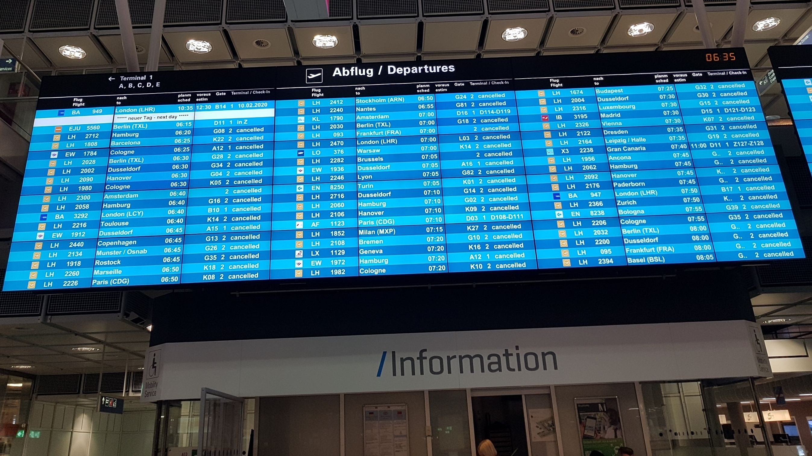Am Flughafen München sind alle Flüge am Montagvormittag annulliert.