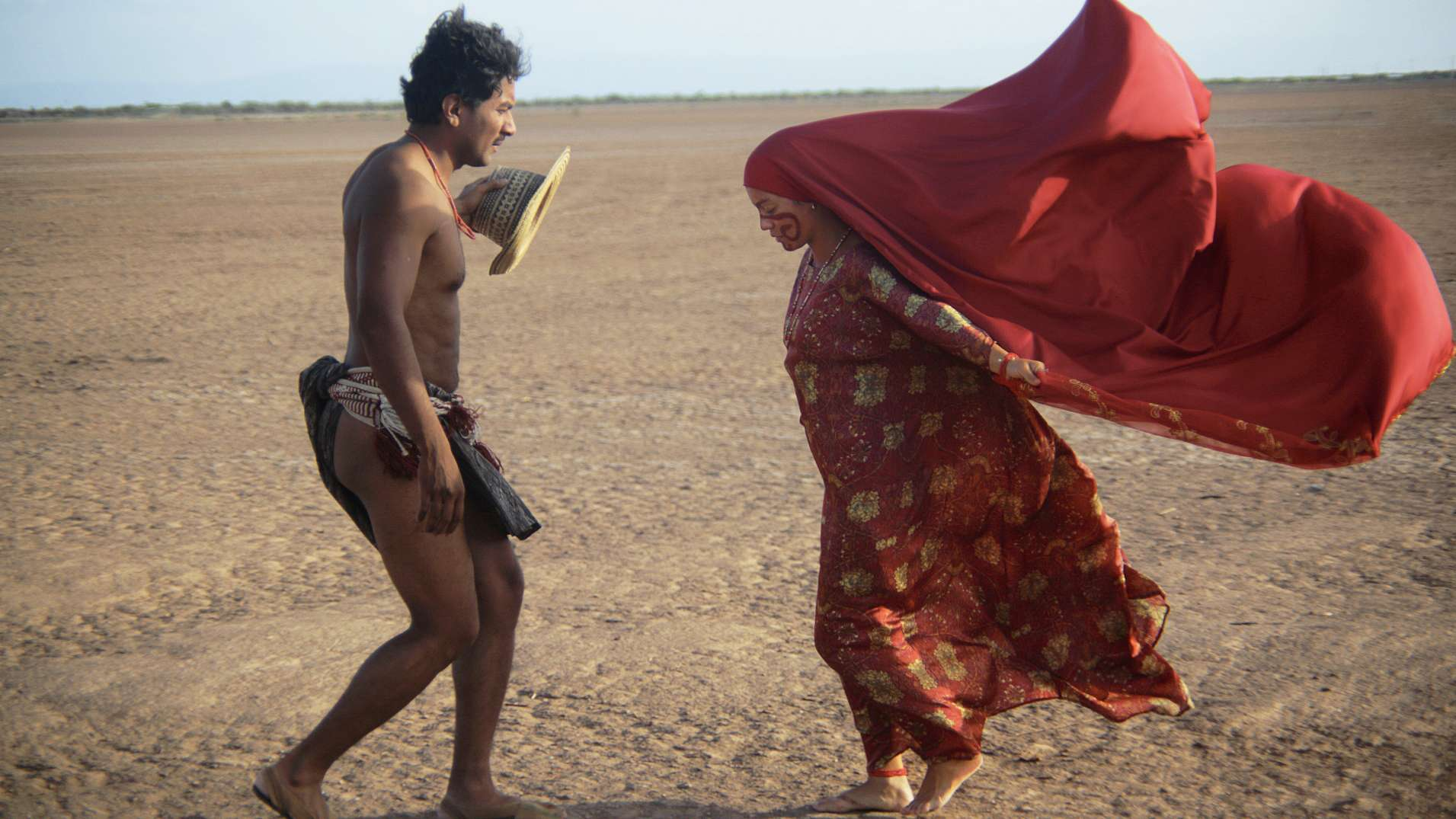 "Filmstill aus ""Birds of Passage"": Rapayet (José Acosta) und Zaida (Natalia Reyes)"