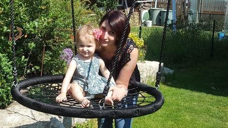 Aria aus Ellingen mit ihrer Mutter