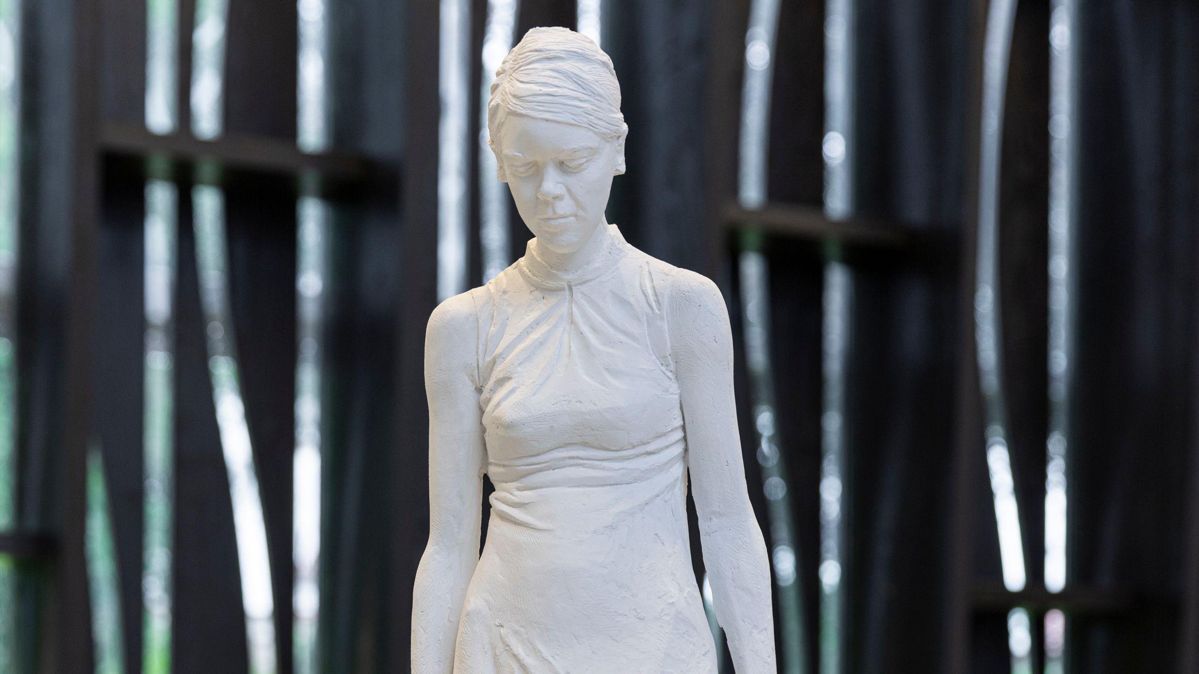 Die Skulpturen der Bildhauerin Elke Härtel im Klostergarten Beuerberg
