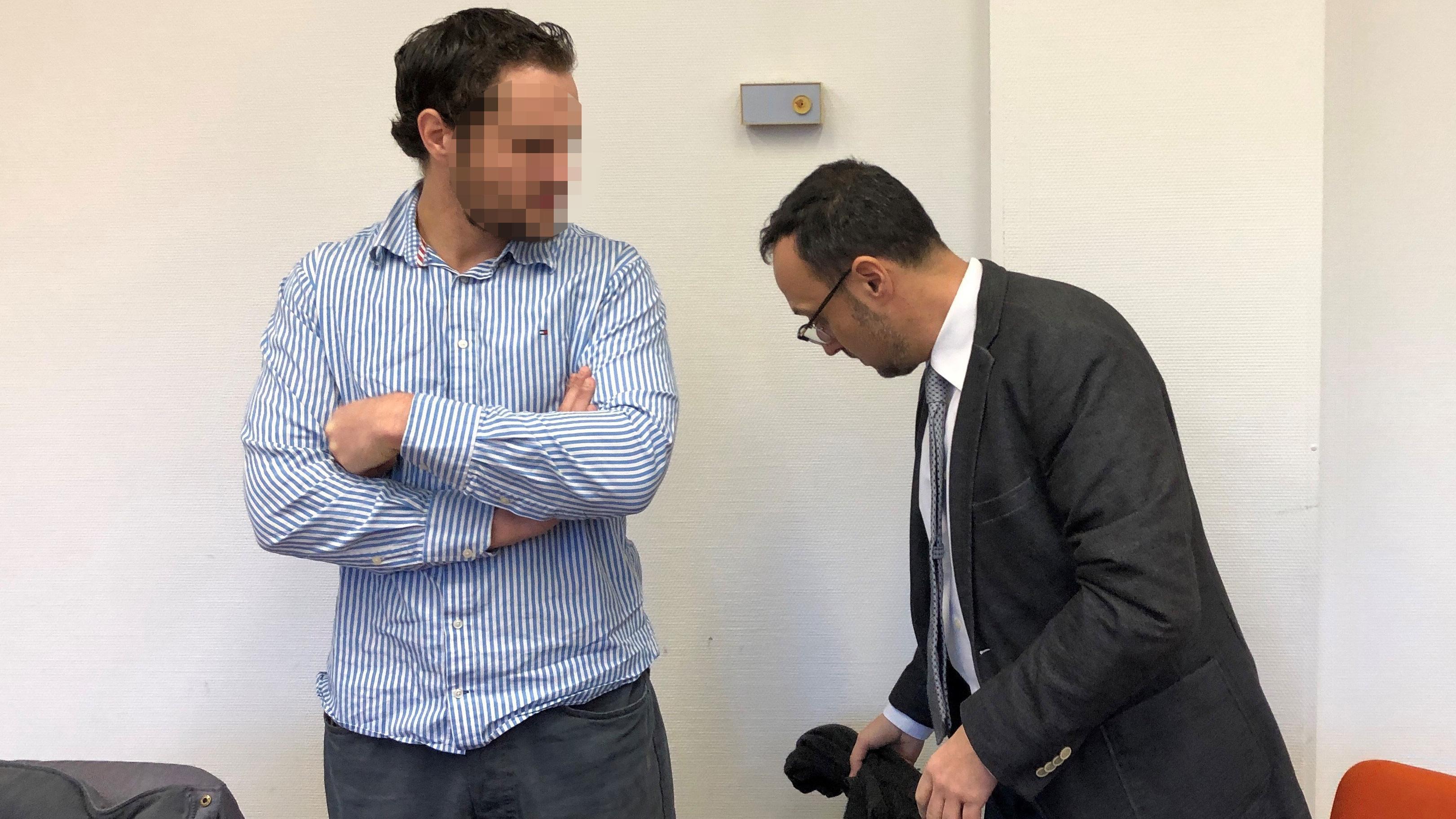 Der Angeklagte Nidal A.  im Dezember 2018 mit seinem Anwalt (Archivbild)